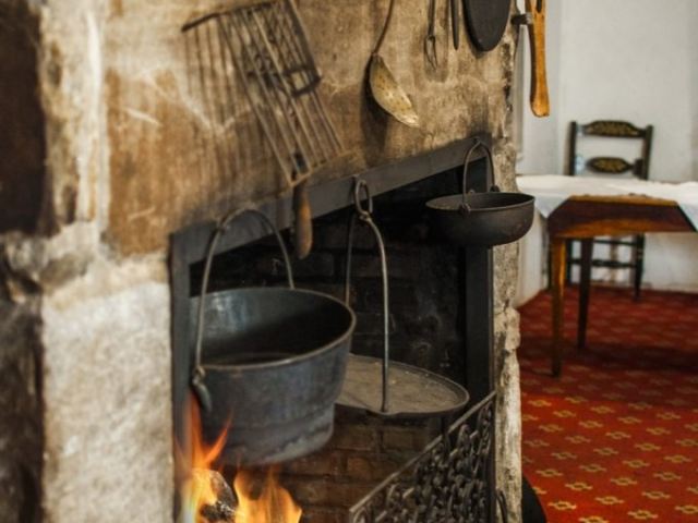 Wiggins Tavern fireplace detail