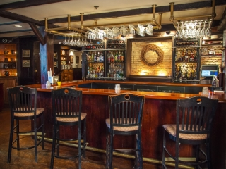 Wiggins Tavern bar and bartop