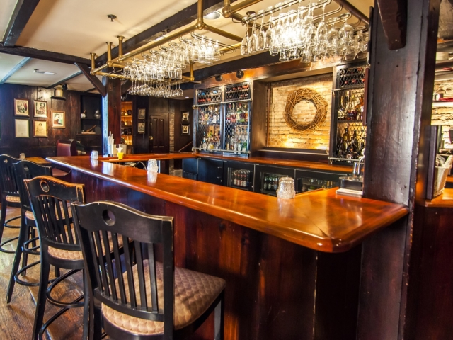 Wiggins Tavern bar
