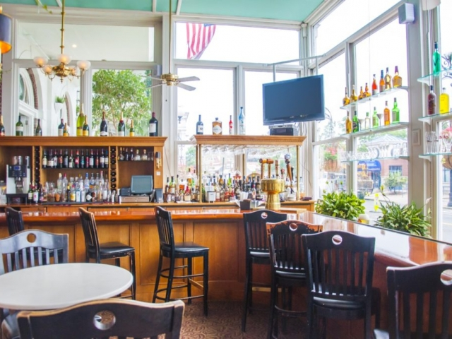 Coolidge Park Cafe bar and bartop