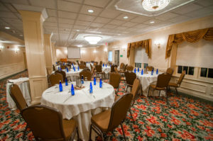 Hampshire room overview, round tables and podium